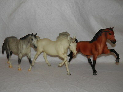 Lot of 3 BREYER Traditional Models ~ AM QUARTER HORSE, Unicorn, TENNESSEE WCHE