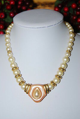 Beautiful Vintage Napier Bold Necklace Of Faux Acrylic Pearls & Gold Toned Metal