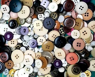 LOT of 200 Vintage and Mixed Buttons