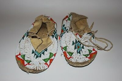 VINTAGE NATIVE AMERICAN Beaded Moccasins COLLECTIBLE