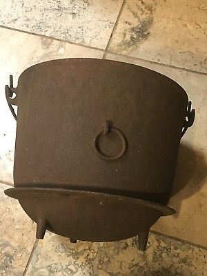 MEGA RARE Antique Early 1800's Gate Mark Cast Iron Footed Dutch Oven