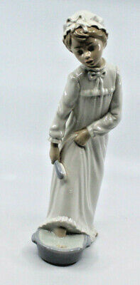 Nao By Lladro Girl Nightgown Foot Bath Brush Porcelain Figure Figurine Spain