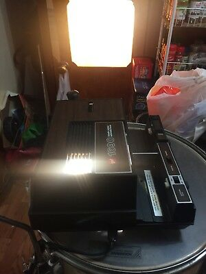 GAF 1690 35mm 2x2 Slide Projector With Auto Focus . Come with cord.