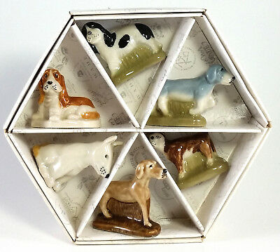 Wade Whimsie Dogs Set 7, 2005, Family Pets With Hexagonal Box