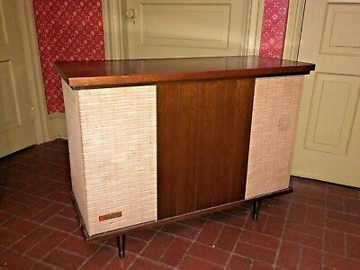 Vtg Mid Century Modern V-M Stereophonic Turntable Record Player Radio Console