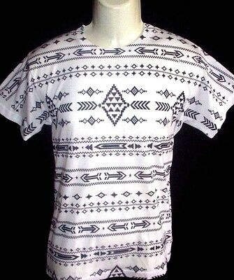 Mens Top Of The Line Geo Tribal T-Shirt Size M