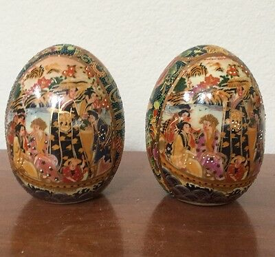 Beautiful Painted Moriage Gold Gilt Porcelain Egg Japanese Geisha Flowers Pair