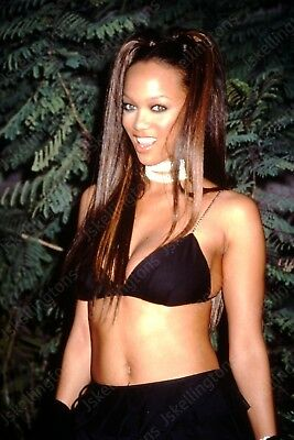TYRA BANKS vintage celebrity 35mm slide Hu2