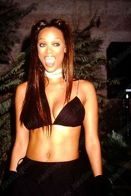 TYRA BANKS vintage celebrity 35mm slide Hu3
