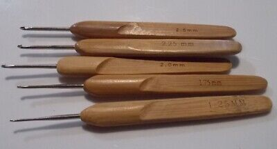 1 Crochet hook with bamboo handle various sizes from 1.0mm to 2.75mm