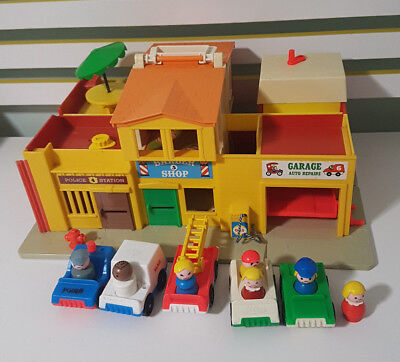 Fisher Price Little People Town SET Play Family Village 997 BJ Fire AUSTRALIA