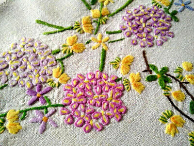 """""""FAIRISTYTCH"""" Vintage Hand Embroidered Tablecloth ~ VERBENA & CANARY CREEPER"""