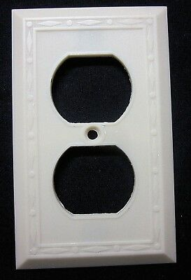 Vintage Leviton Dots Diamonds Fine Lines Ivory Color Bakelite Outlet Plate Cover