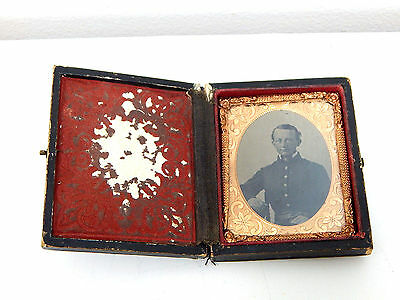 Antique Original Civil War Union Soldier Tin Type Photograph in Original Case