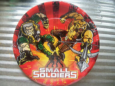 Small Soldiers 1998 New & Sealed Set Of 8 Plates. Dreamworks