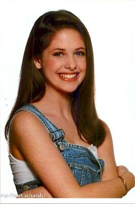 Sarah Michelle Gellar - A Lot Younger Headshot !!!!!