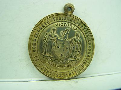 Medallion King George V Queen Mary Victorian Commemoration 1911     564