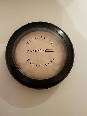 Mac Mineralize skinfinish Highlighter Lightscapade Glow Must Have Blogger
