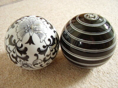 Collectable Porcelain Chinese Laura Ashley balls,set of 2