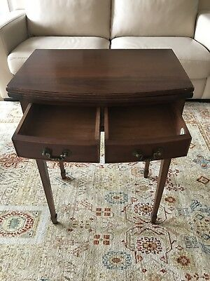 Convertible  hall / card table