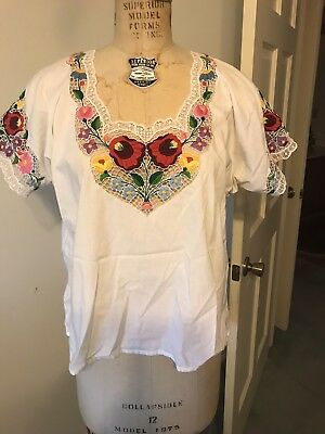 Vintage Gorgeous Hungarian Shirt- Hand Embroidered Floral with Lace- Size L/XL