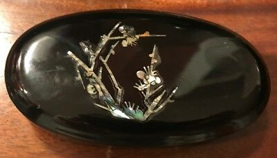 VTG Black Lacquer Wood Box, Inlaid Mother-of-Pearl Chrysanthemum