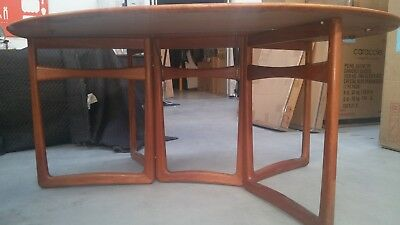 Parker dining table Collapsible