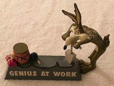 RARE HARD TO FIND Wile E. Coyote Heavy Cast Resin GENIUS AT WORK Staute