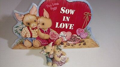 sow in love stire display and figure. this little piggy. enesco. Swill you be