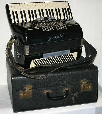 VTG Harald Italy 5 Treble Voice Register Switches 41 Key 120 Bass 3/2 Accordion