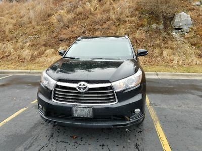 2015 Toyota Highlander XLE Low miles one owner