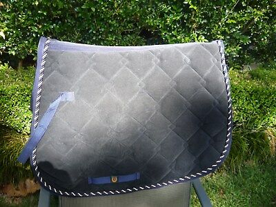 saddle rug blue withgold pipingsuitable for show jumping or eventing preowned