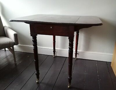 Pembroke table in solid Mahogany (Victorian replica made in 1999). Side table.