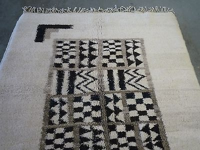 """A contemporary Moroccan oriental rug, carpet  ( 6ft.8"""" x 5ft )"""