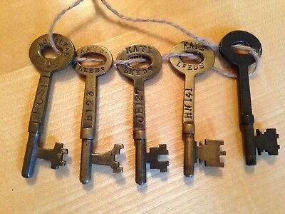 5X Antique Keys by Kaye of Leeds & London, nicely made, one saying hospital.
