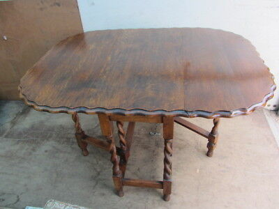 Early 20th Century Gate Leg Scalloped Edge Dining Table. GC.