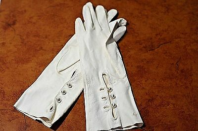 Vintage Soft White Leather Gloves with pearl like button Enclosure Small