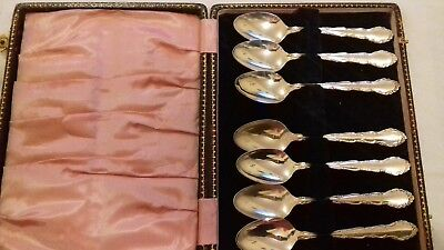 Vintage boxed set of  7 Oneida silver plated tea spoons