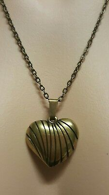 WOMENS VINTAGE bronze striped heart PENDANT & chain NECKLACE! Lovely!
