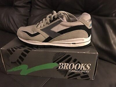 Vintage Brooks Running Shoes. 90's Chariot HFX