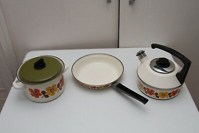 Set of flower power retro cooking pans