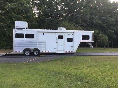Cimarron 2 horse trailer 10' Outlaw living quarters 2015