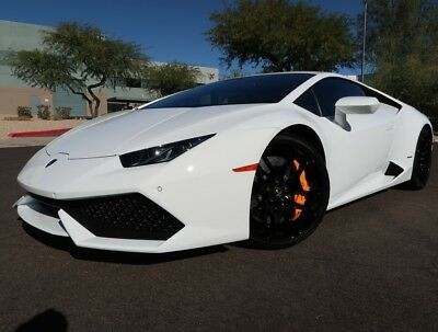 2016 Lamborghini Huracan LP610-4 Coupe Front Lift Back up Cam Carbon Only 1,115 Miles White on Black 2017 2015 Huracan