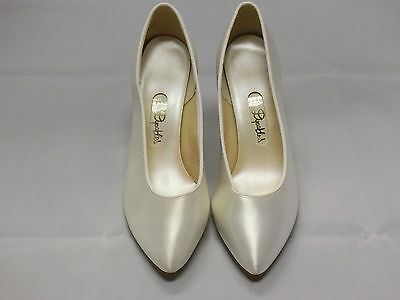 Dyeables White Satin Bridal Shoes Woman Size 5B