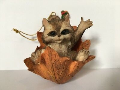 CHARMING TAILS Dean Griff RACOON in a Leaf ORNAMENT
