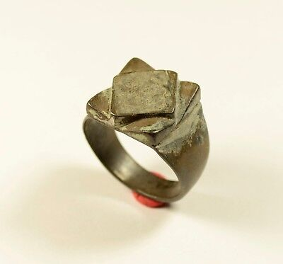 Very Massive Post Medieval Bronze Ring With Interesting Bezel - Wearable