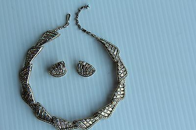 VINTAGE Avon Necklace and Clip on Earrings Set