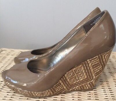 92ffa2ff15a0 Sam   Libby Wedge Heels Tan Taupe Open-Toe Woven Size 6.5 Brown Shiny Patent