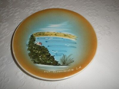 VINTAGE STUDIO ANNA POTTERY Mt. Gambier S.A. Wall Plaque VERY GOOD CONDITION