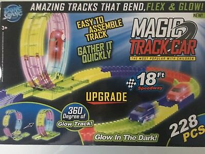 Magic Tracks Car GLOW mit Looping und 1 Auto 228 Teile Autorennbahn Rennbahn